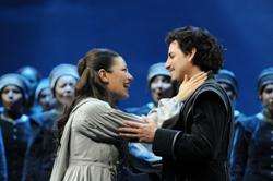 Нино Мачаидзе (Эльвира), Хуан Диего Флорес (Артуро). Финал оперы. Bepi Caroli / Teatro Comunale di Bologna