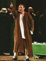Герман – Владимир Галузин. Сцена из спектакля 'Пиковая дама' П.И.Чайковского. Оперный театр 'Бастиль' (Париж)