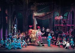 Сцена из спектакля 'Фауст'. Лирик-опера (Фото Роберта Касела)